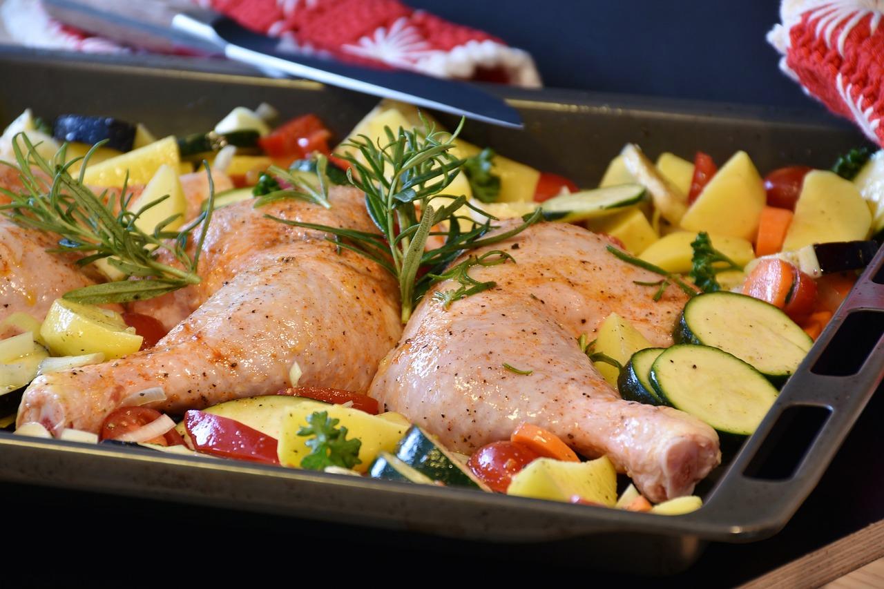 Пиле със зеленчуци и сирена
